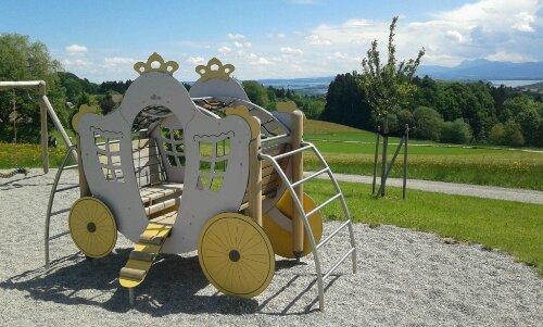 Kutsche mit Blick auf den Chiemsee -  das hätte auch König Ludwig II gefallen...